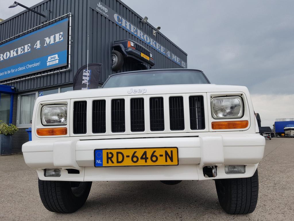Jeep Cherokee 4.0l 2000, parel witte zwitser, net ingereden. hee